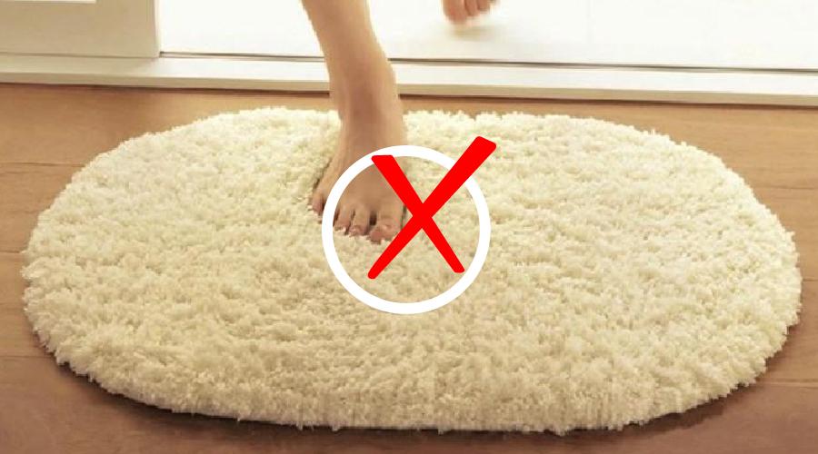 这块地垫能吸水、不发霉、好打理,只不过它是……硬的