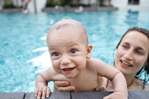 带娃游泳前你该知道的几件事|0-10 岁儿童游泳指南