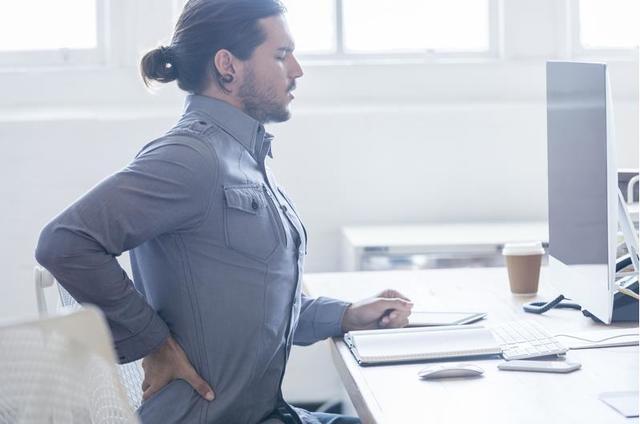 32.办公桌-腰疼.jpg