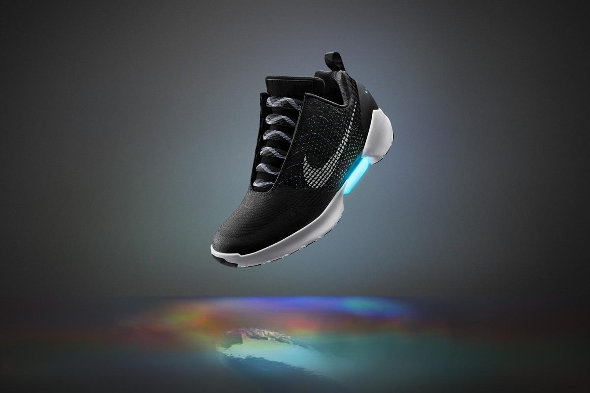 9 个大牌上新:Nike 自动系带鞋天价开售,《你的名字》出联名腕表