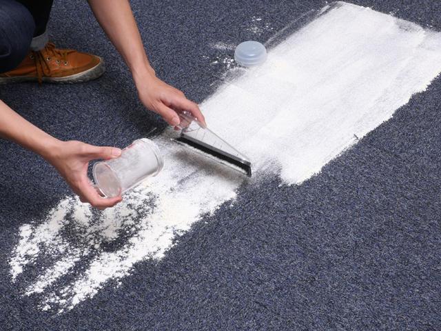 地毯撒粉.JPG